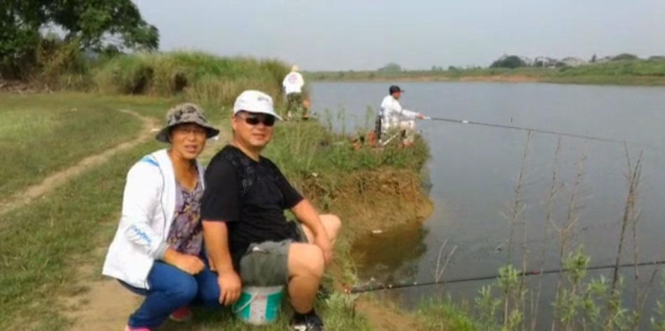 夫妻钓鱼乐,锻炼身体,享受生活!