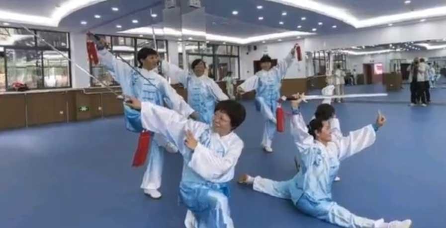 长沙县老年大学太极扇班