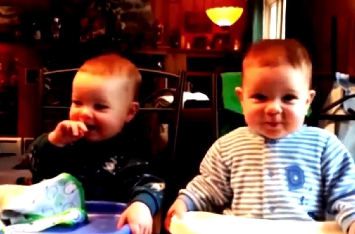 超萌双胞胎宝宝搞笑视频集锦