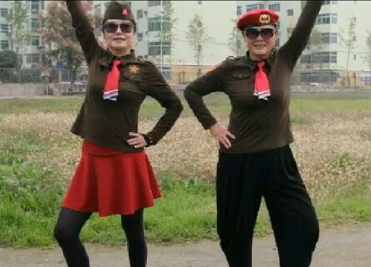 重阳节水兵舞演出