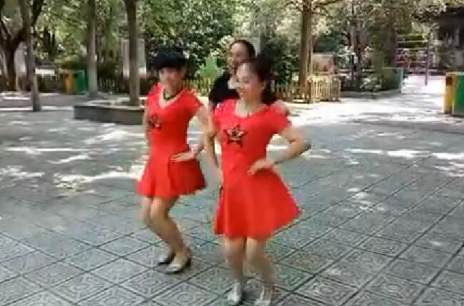 练习一拖二水兵舞