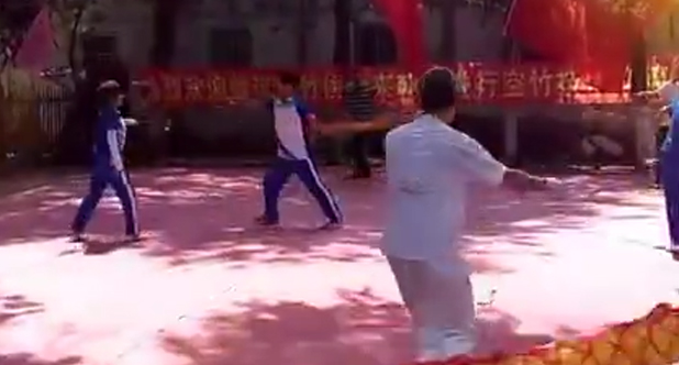 敖汉朝阳两市空竹协会联谊活动  《不倒翁》