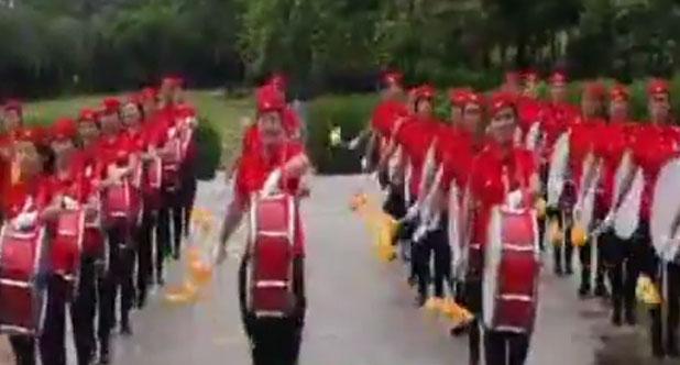 红装军鼓舞起来