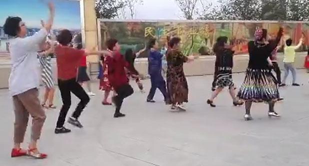 乌鲁木齐南湖广场随影