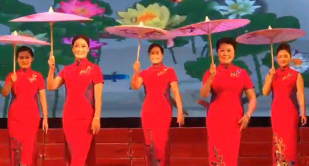 服饰表演《油纸伞》