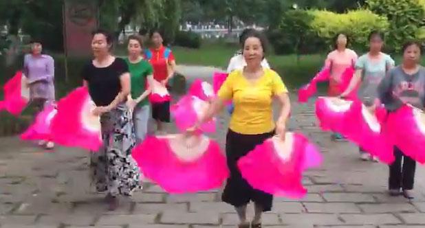 广场扇子舞