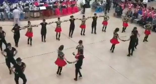 水兵舞串烧表演老年大学