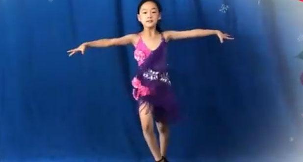 小女孩跳拉丁舞