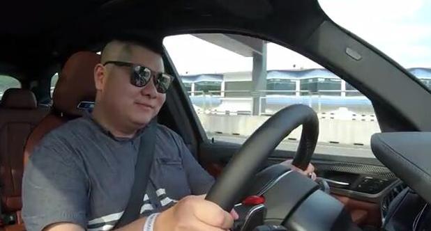 【老司机试车】83.99万起,二师兄试驾宝马X3 M